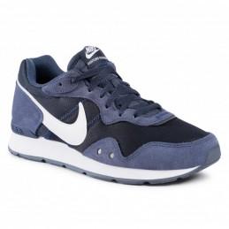 Nike Vnture Runner